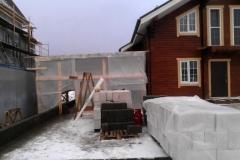 Кладка цоколя гаража из бетонных блоков